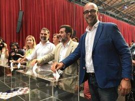 Alcaldes soberanistas se comprometen a ceder locales electorales para el referéndum