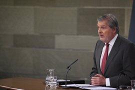 """El Gobierno dice que Sánchez llama """"mucho"""" a otros partidos y que Rajoy está """"a su disposición"""" para """"cuando quiera"""""""