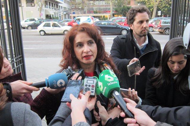 María Jesús Montero atiende a los medios en Madrid