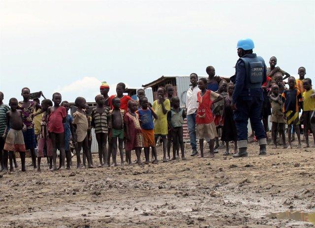 Desplazados internos en un campo protegido por la ONU en Bentiu