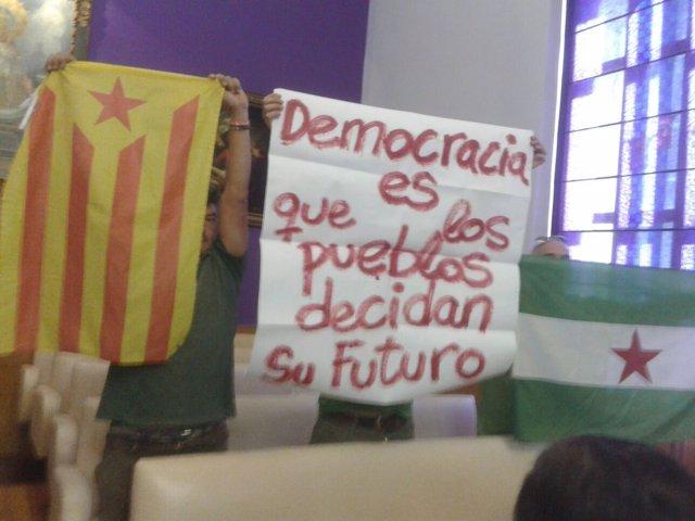 Protesta en el pleno