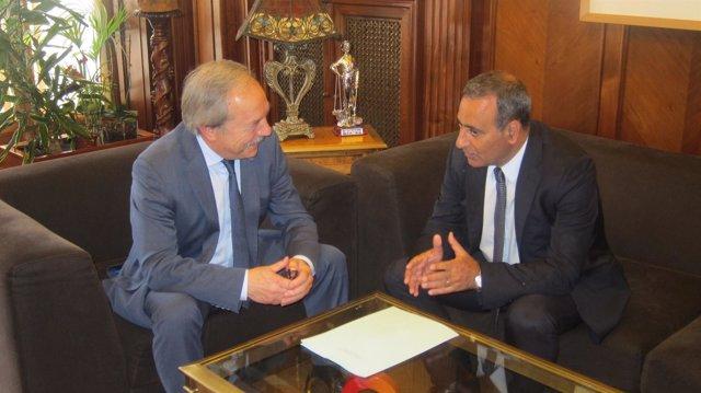 Wenceslao López y Fernando Lastra se reúnen en el Ayuntamiento de Oviedo