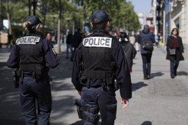 Un hombre intenta atropellar a varias personas frente a una mezquita a las afueras de París