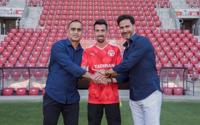 Isaac Cuenca deja el Granada y firma con el Hapoel Beer Sheva