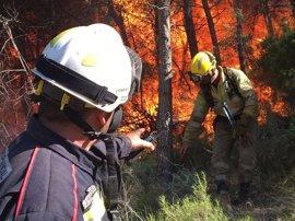 El incendio de la Sierra Calderona avanza hacia el norte y obliga a desalojar una masía y varias granjas