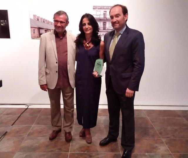Ana Vives recibe el Premio Huelva de Periodismo