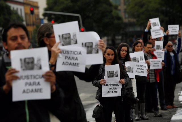 Protesta contra el asesinato del periodista Salvador Adame en México