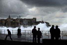 Una decena de provincias tendrá hoy riesgo por lluvias, tormentas, viento o fuerte oleaje