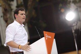 """Rivera acusa al Gobierno catalán de intentar """"chantajear"""" a los medios con la publicidad institucional"""
