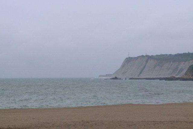 Tiempo nublado en la playa de Ereaga, en Getxo (Bizkaia)