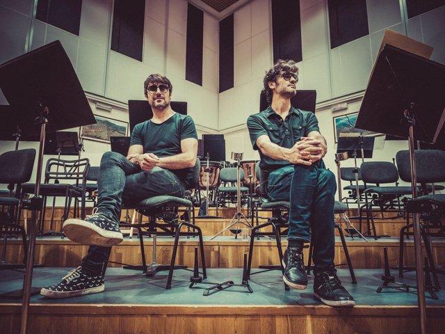 Fran Guirao (batería) y Sean Frutos (cantante) de Second en un ensayo del show