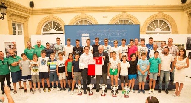 Los equipos almerienses de fútbol, recibidos en el Patio de Luces.