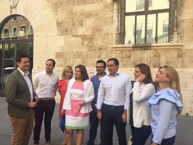 Isabel Boning y otros integrantes del PPCV