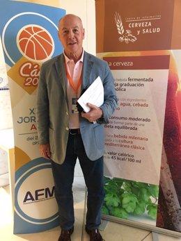 Juan Antonio Corbalán, médico y ex jugador de Baloncesto.