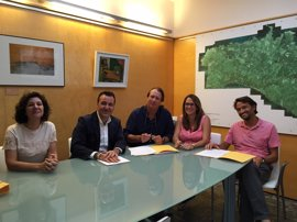 Empresas de alquiler de vehículos de Menorca firman el código de buenas prácticas de Consumo