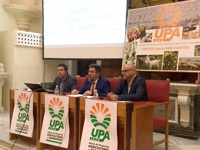 Rodrigo Sánchez inaugurando las jornadas de UPA sobre regadíos