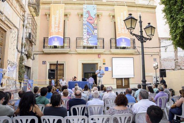 Casi un centenar de personas han participado en la primera 'Tarde del IEA'.