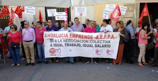 Concentración de trabajadores de Andalucía Emprende en Córdoba.