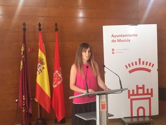 Rebeca Pérez en rueda  de prensa tras Junta