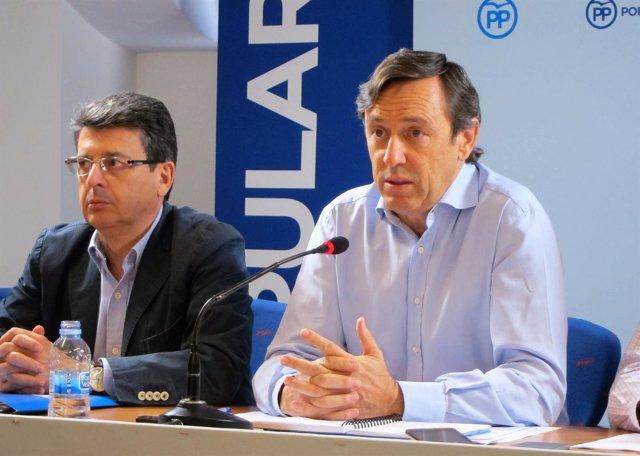 Juan José Matarí  y Rafael Hernando (PP)