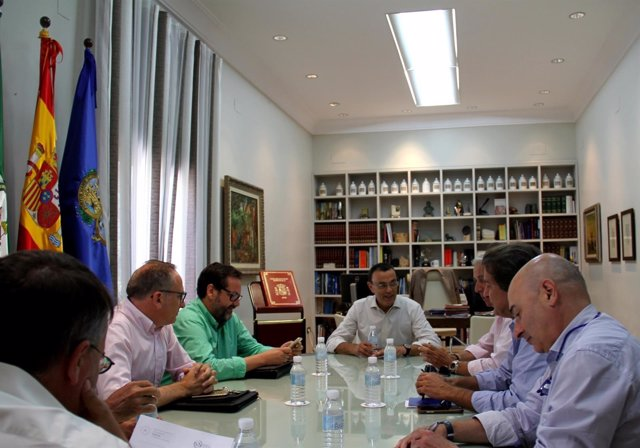 Nota De Prensa Y Fotos Reunión Del Presidente Con Propietario Camping Doñana