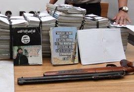 La Policía de Indonesia encuentra libros de Estado Islámico con anotaciones a mano de niños