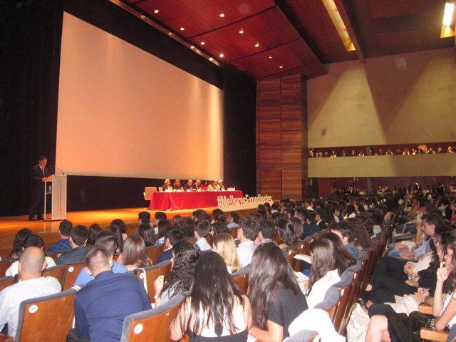 Acto por las mejores notas de la ABAU en Santiago