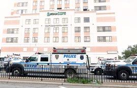 Un antiguo empleado mata a una persona y hiere a otras cinco en un hospital de Nueva York