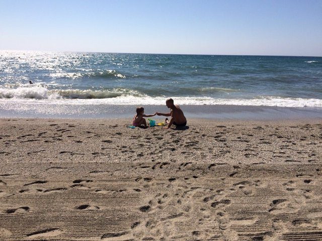 Salamanca.- Dos bañistas en una playa española