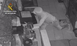 Detenido un hombre que robaba en comercios de Alcúdia y luego iba a Palma a comprar droga con el dinero
