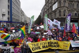Miles de personas se manifiestan por el matrimonio homosexual en Irlanda del Norte