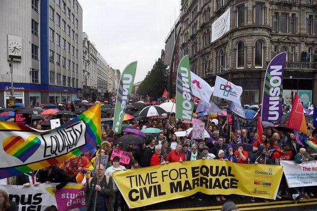 Manifestación a favor del matrimonio homosexual en Belfast
