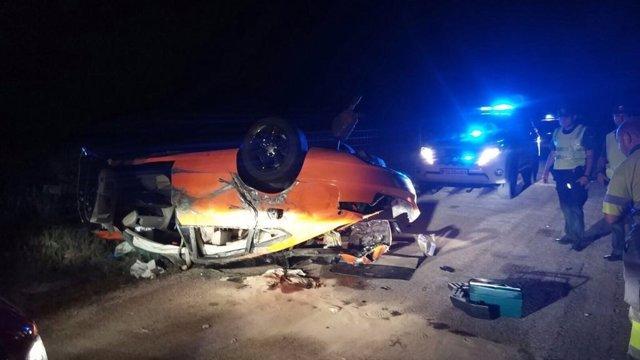 Uno de los coches quedó completamente destrozado