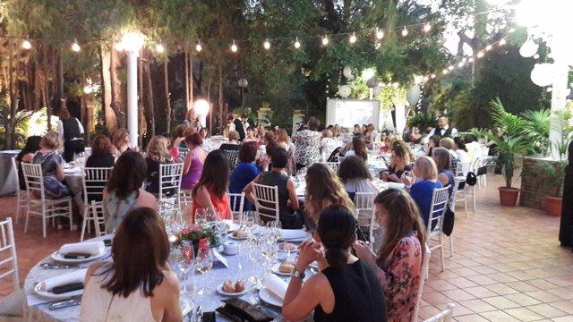 Las socias de la organización celebraron una cena de hermandad