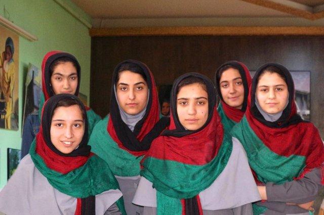 Equipo femenino afgano de robótica para el FIRST Global Challenge 2017