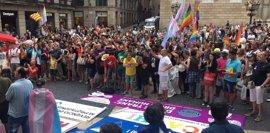 AMP.- Unos 1.500 manifestantes en Barcelona por los 40 años de la marcha LGTBI en Barcelona