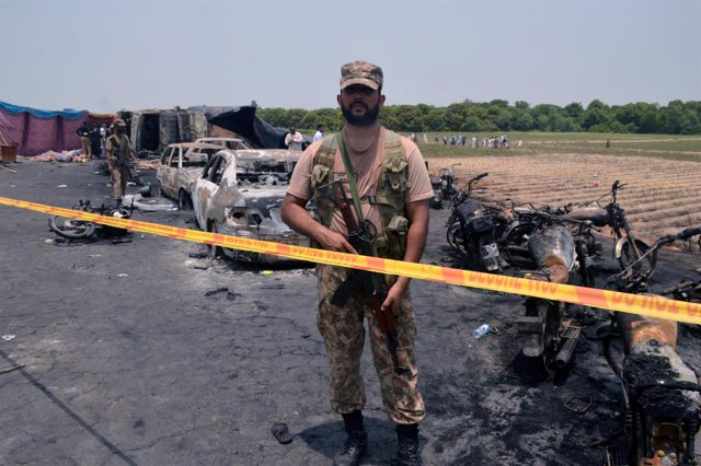 Explosión de un camión cisterna en Pakistán