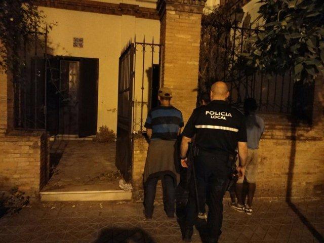 Actuación de la Policía Local de Sevilla en la calle Torneo