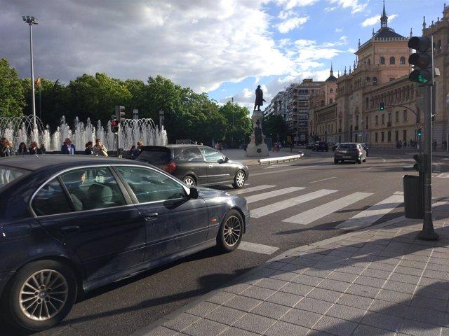 Valladolid.- Circulación en una de las vías céntricas de la capital
