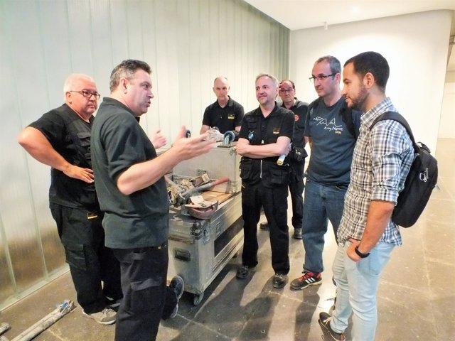 Reunión de IU con trabajadores del equipo de producción del ICAS