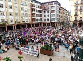 Cientos de personas se concentran en Zarautz para denunciar la última agresión sexual