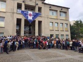Vecinos de Sopela (Bizkaia) se concentran en protesta por el intento de agresión sexual a una joven de 19 años