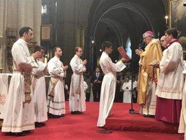 """El arzobispo de Toledo ordena a 4 sacerdotes y a 10 diáconos: """"Debéis enseñar con paciencia y presidir con humildad"""""""