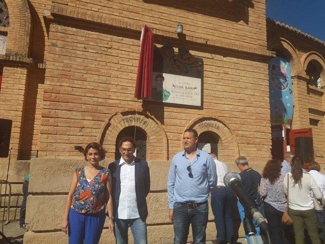 Teruel homenajea al torero Víctor Barrio con una placa en la plaza de Toros.
