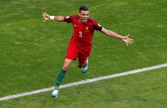 Pepe celebra un gol con la selección de Portugal
