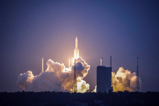 Lanzamiento del cohete espacial pesado chino Larga Marcha-5 Y2