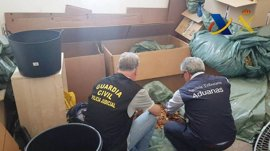 Incautadas en Valencia 2,3 toneladas de hoja y 'strip' de tabaco de contrabando listo para su venta por internet