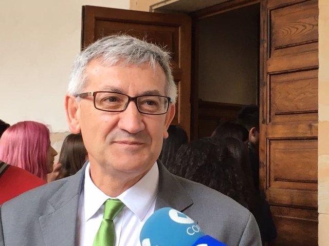 Rector de la Universidad de Oviedo, Santiago García Granda
