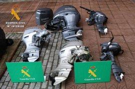 Dos detenidos por robar cinco motores de barcos que ocultaban en una senda forestal en Liendo