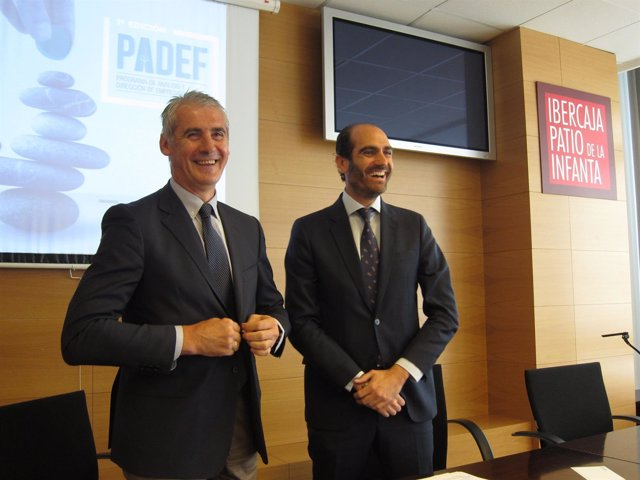 Juan Carlos Sánchez y Daniel Rey tras firmar el acuerdo entre Ibercaja y AEFA